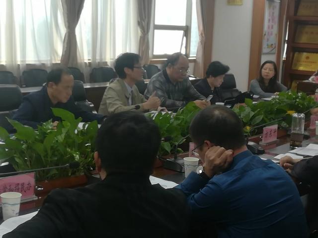 在鄱阳县县政府座谈