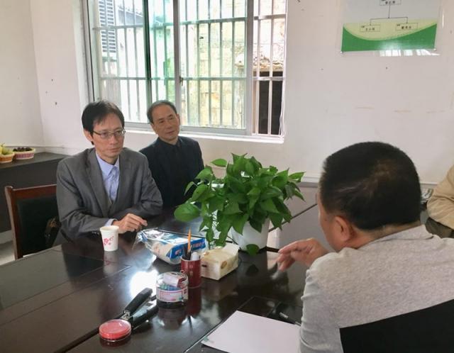 在金溪县村委会访问